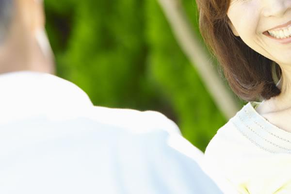 夫婦の信頼を壊す浮気夫(イメージ)