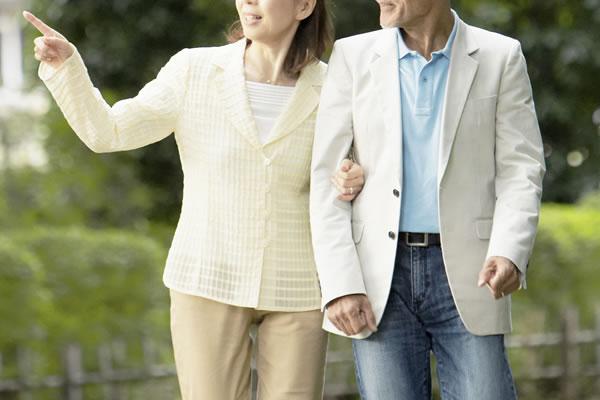 年配者で長年の不倫関係(イメージ)
