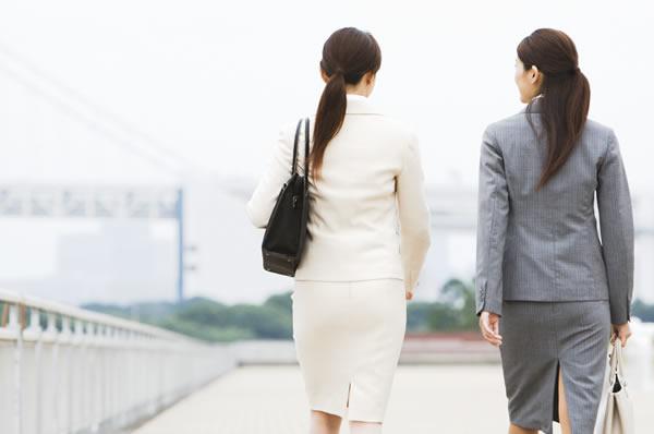 女性が増える職場で不倫?(イメージ)