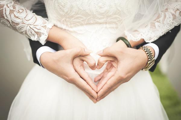 ウキウキの結婚準備!婚約者に変な動き?(イメージ)