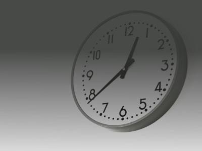 深夜を過ぎた壁掛け時計